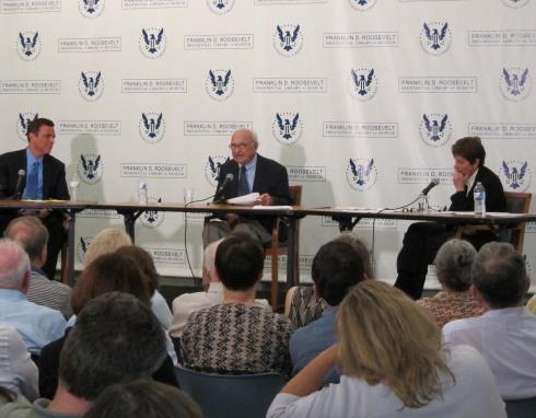 Historians Michael Beschloss, James MacGregor Burns and Susan Dunn discuss the legacy of Franklin Roosevelt at the 2011 Reading Festival.