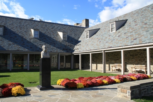 Courtyard entrance to the FDR Library & Museum